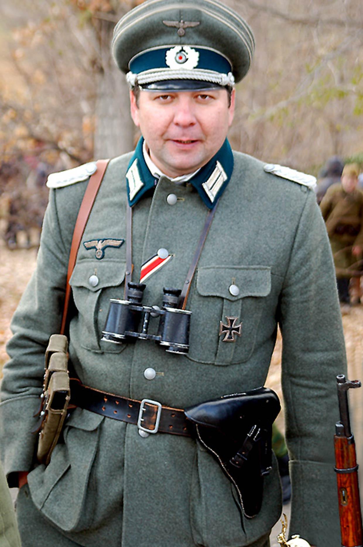 Немецкий офицер - шаблон для Фотошоп. Размер архива 21,2 Мб.